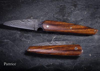Le 35, manche  bois de fer, lame damas, cran forcé. 720€ vendu
